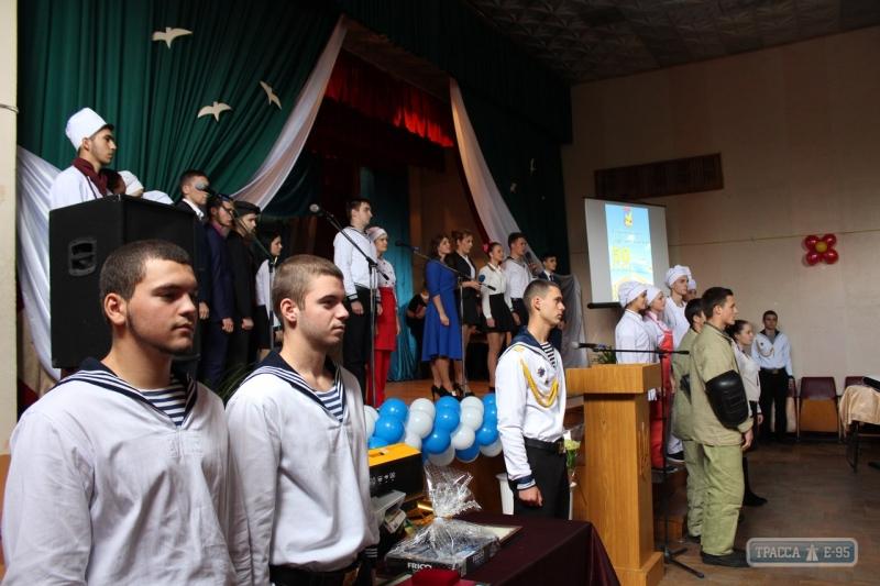 108153-blagotvoriteljnyj-fond-pozdravil-s-yubileem-izvestnoe-uchilicshe-v-izmaile-big