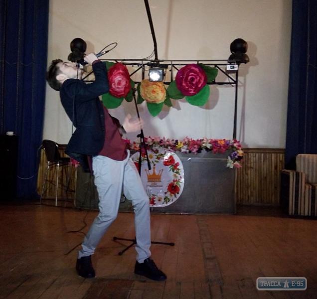 123311-prazdnichnyj-koncert-dlya-zhencshin-proshel-v-reni-big