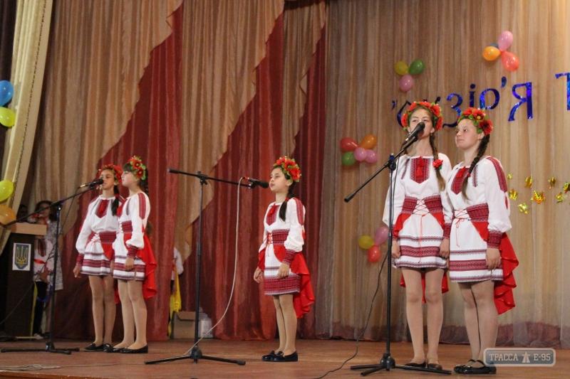 134781-sotni-shkoljnikov-sjehalisj-na-prazdnik-talantov-v-izmailjskom-rajone-big