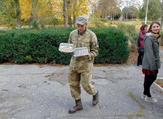 В Измаильском районе Александр и Анатолий Урбанские поздравили военнослужащих